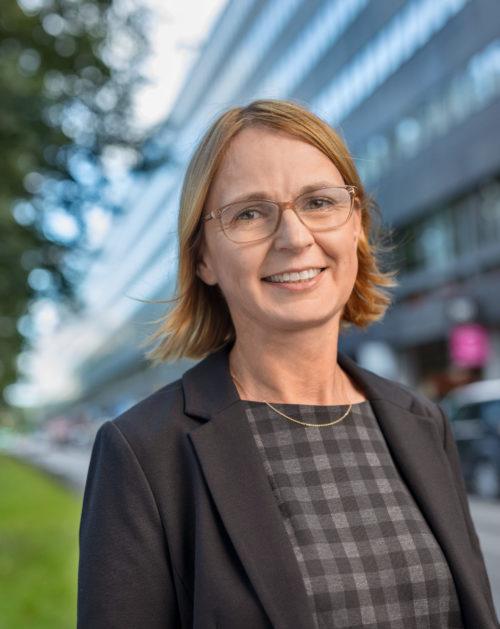 Portträttbild på Karin Grönvall.