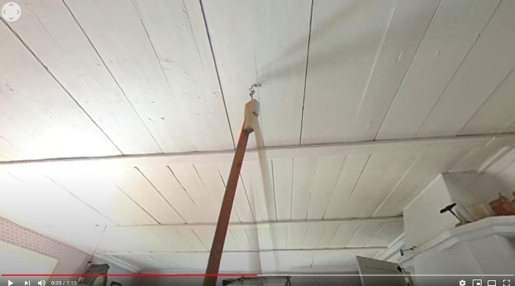 Ett tak i ett rum.