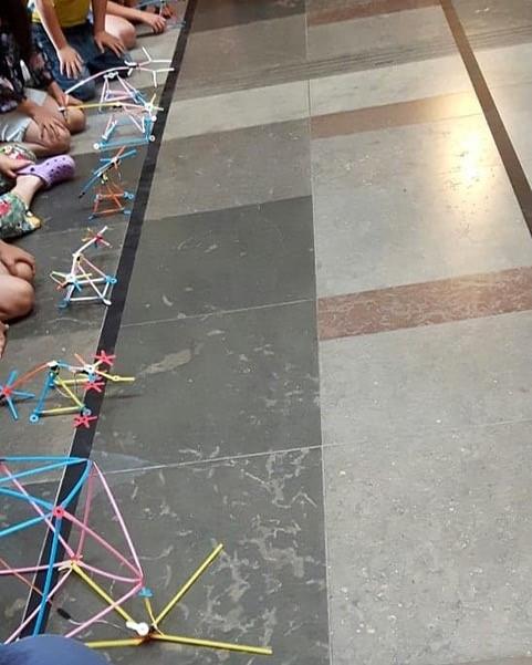 Robotkonstruktioner av sugör, strawbees.