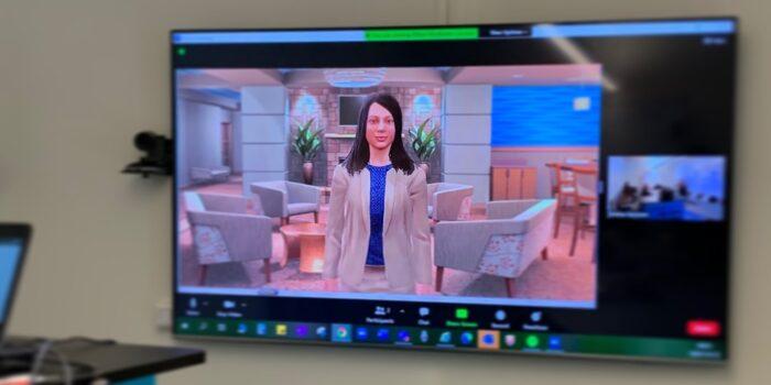TV, på skärmen en avatar vid fåtöljer.