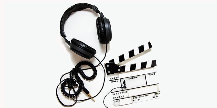 Hörlurar och filmklappa